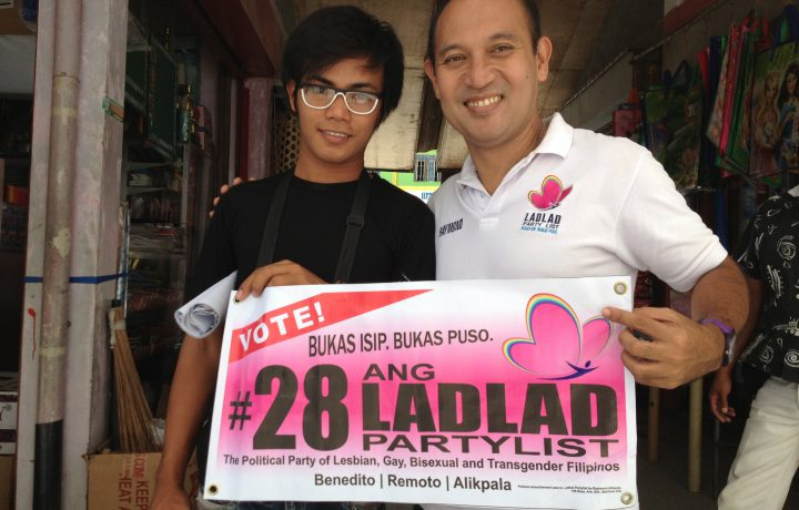 OR22_Raymond_with_young_supporter